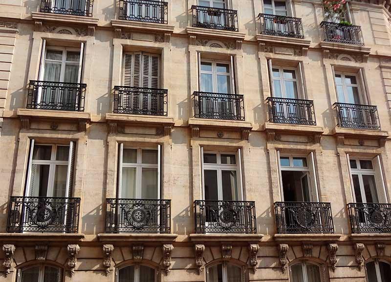 Fransiz balkonu nedir. Görsel açıklaması.