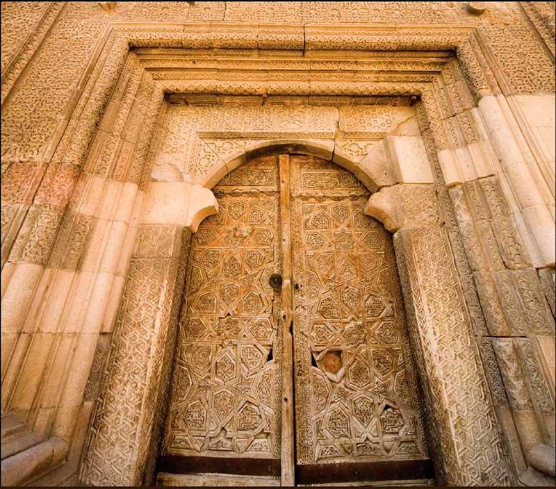 Sungurbey Cami Gotik motifli kapısı